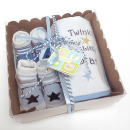 http://tipoloo.com/979-thickbox_kp/coffret-bavoirs-et-chaussettes-star-bleu.jpg